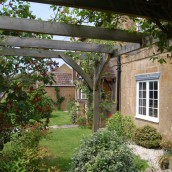 hopes-bed+breakfast-norton-sub-hamdon-front-garden